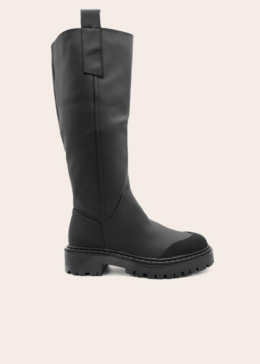 Kniehohe Stiefel mit betonter Zehenkappe, schwarz
