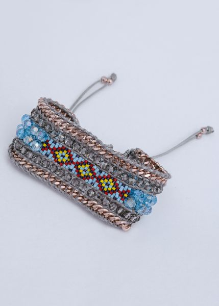 Armband mit bunten Perlen