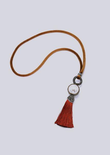 Halskette mit großer Perle und Quaste