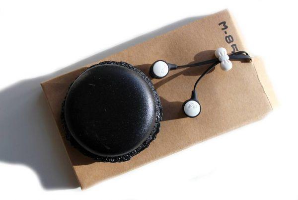 Macaron mit earphones, schwarz