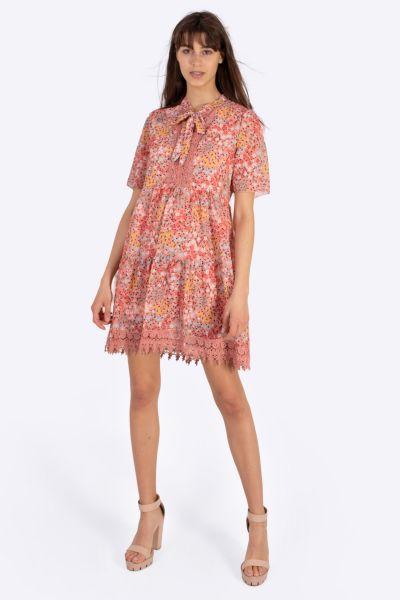 Feminines Kleid mit Blumen-Print und Spitze, rosa