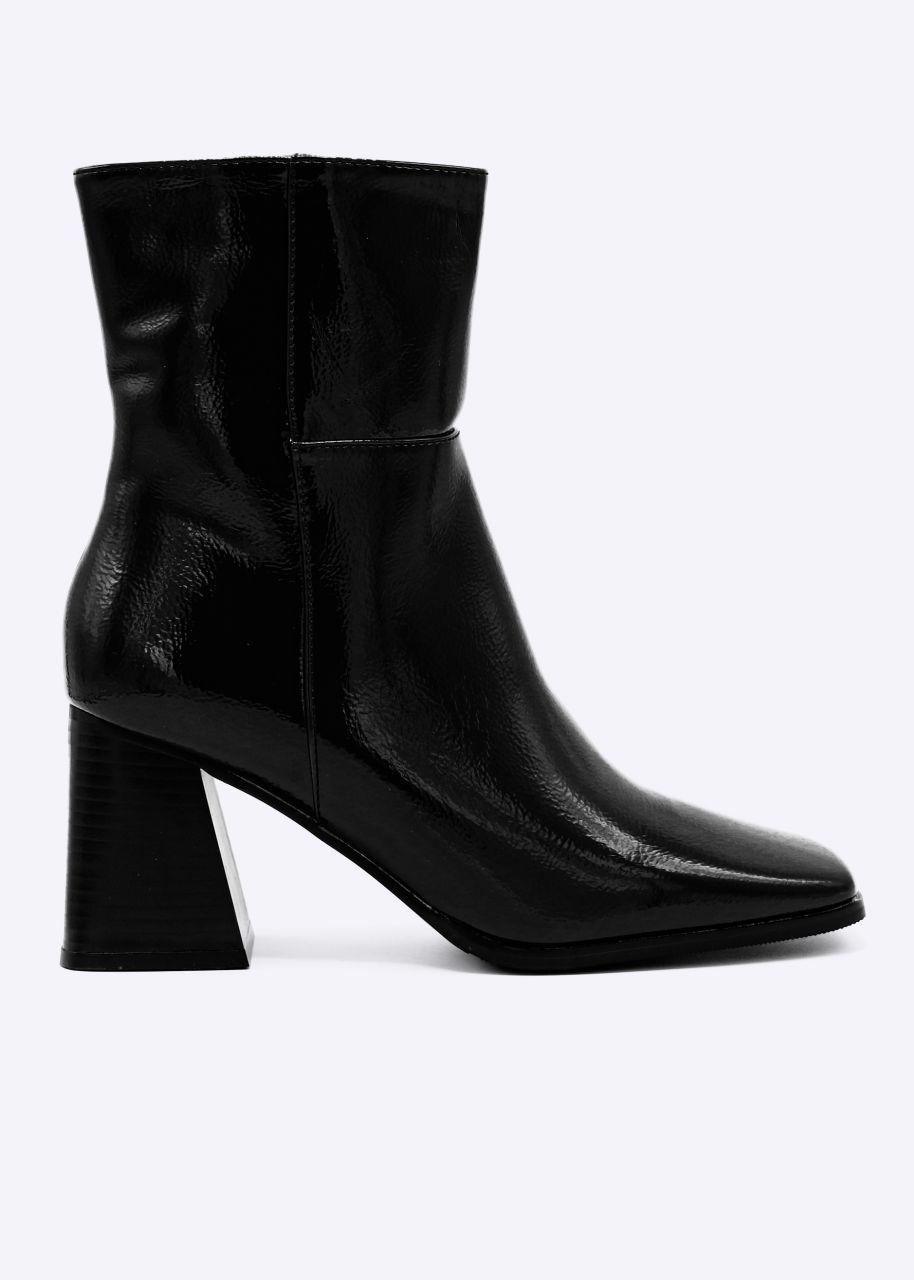 Lack-Stiefeletten mit eckiger Schuhspitze, schwarz