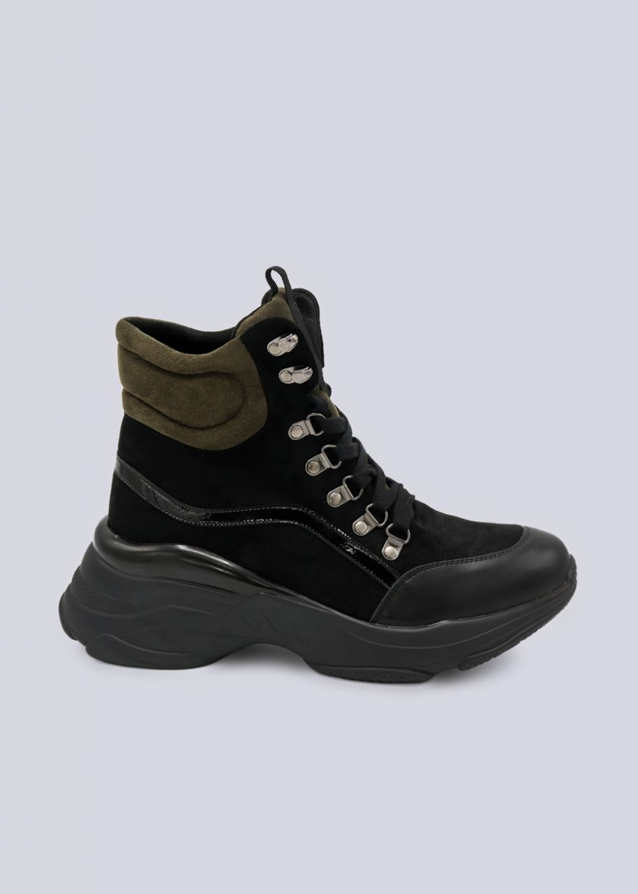 Boots mit khaki Detail, schwarz