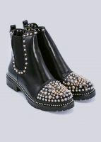Boots mit goldenen und silbernen Nieten, schwarz