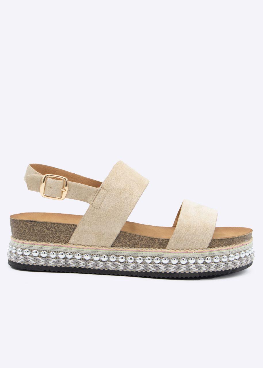 Plateau-Sandalen mit Nieten, beige